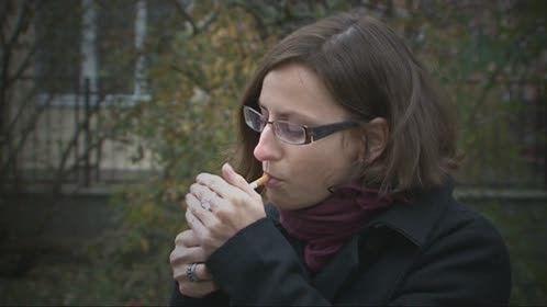 horké mladé kouření eben na velký penis